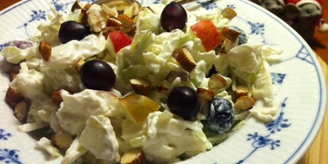Salat a la Waldorf med hvidkål