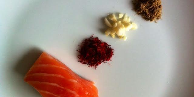 Laks med krydderblanding af safran, hvidløg og spidskommen