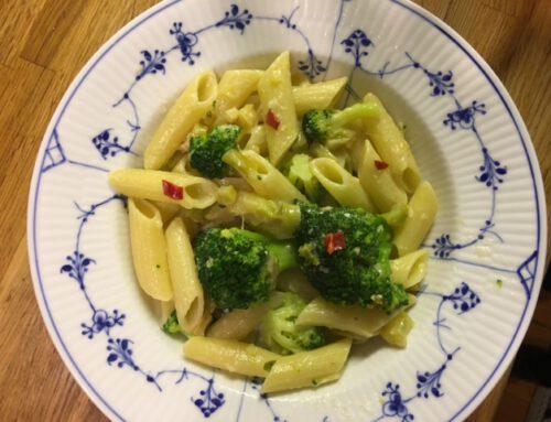 Pasta med broccoli og parmesan